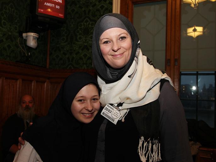 شقيقة زوجة نوني بلير وانتها بعد إسلامهما