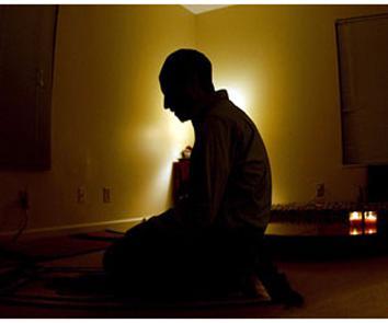 صورة لمصل بالليل