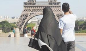 فرنسا.. 47% يرون أن الإسلام يتماشى مع قيم الجمهورية