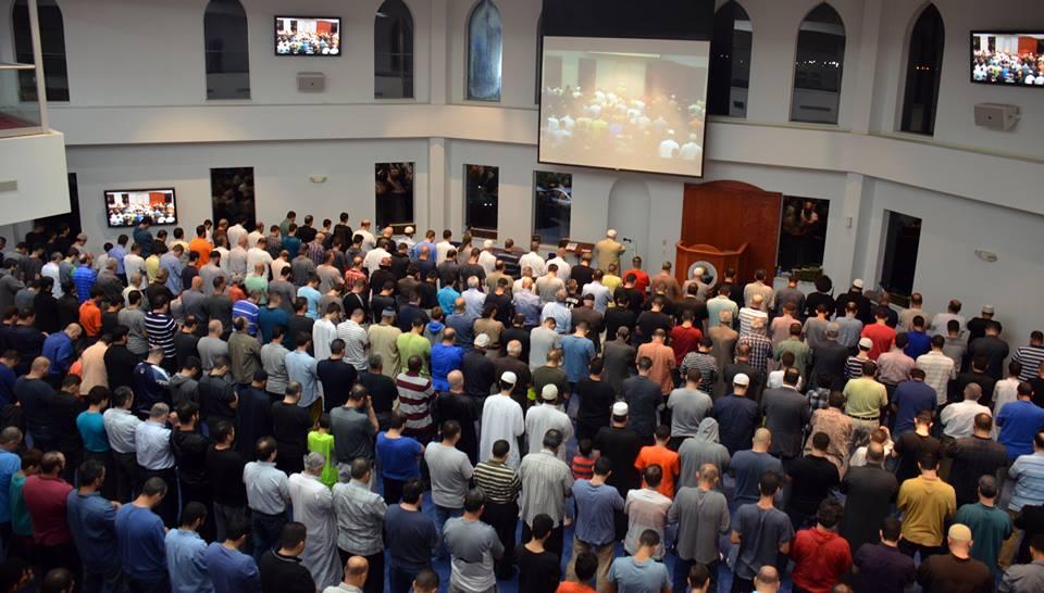 مسلمون أمريكيون يؤدون الصلاة