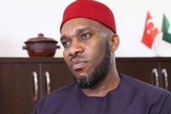 """نجم كرة القدم النيجري """"أوكوشا"""" يعتنق الإسلام"""