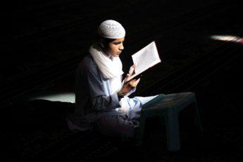 مؤسسة بريطانية: القرآن أكثر الكتب قراءة في العالم