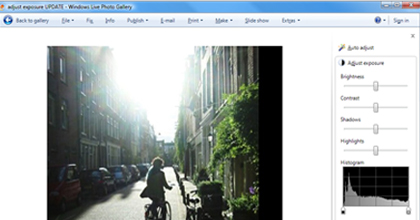 Use the cropping and resizing tools in Windows Live Photo Gallery to remove distractions and change your photos' overall dimensions in pixels. Emphasize main photographic subjects by trimming away unnecessary portions of your picture.